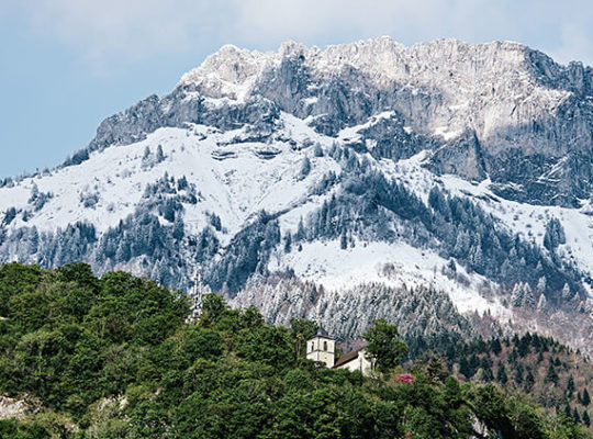 stay between lake and mountains, gift Auberge du Père Bise, Lake Annecy