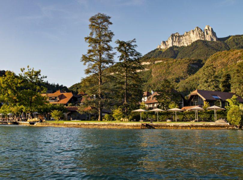 Auberge du Père bise, lac et montagne