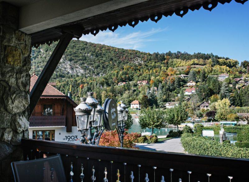 balcon vue sur le lac d'Annecy
