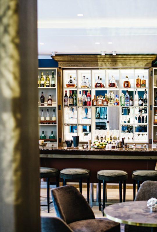 Marius Bar à l'Auberge du Père Bise
