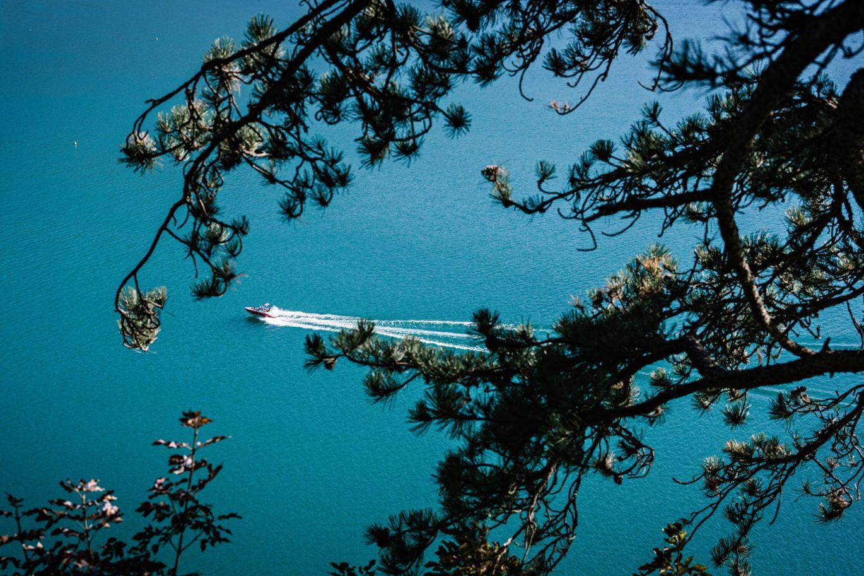bateau sur lac annecy