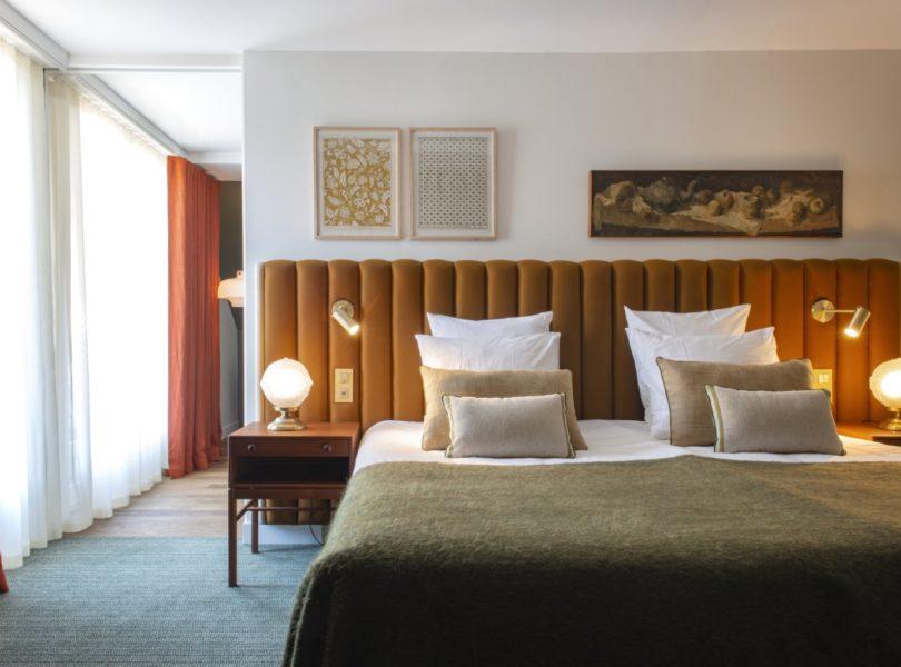 chambre d'hôtel 5 étoiles avec grand lit