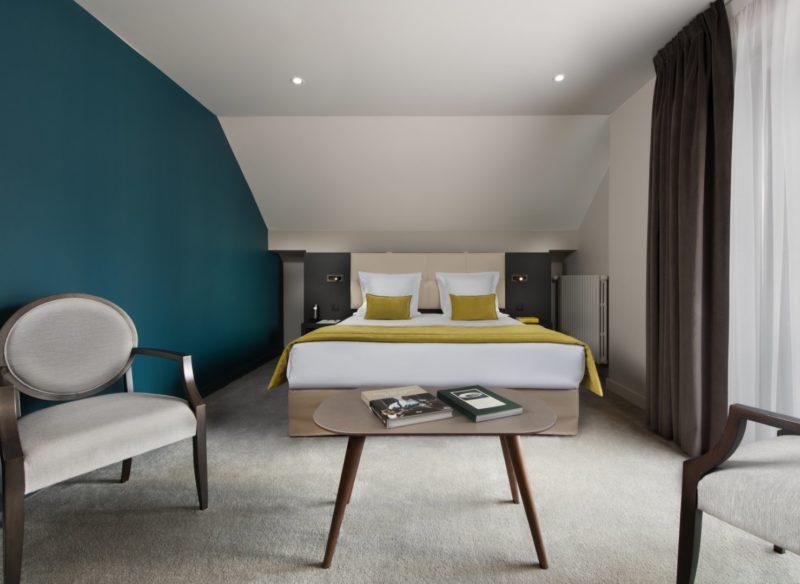 grand lit chambre d'hôtel 5 étoiles