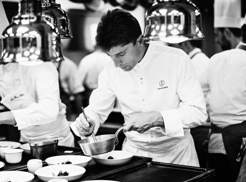 Chef 2 étoiles Jean Sulpice en cuisine