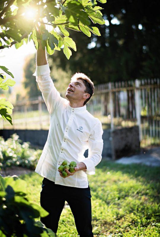 Jean Sulpice dans le jardin de l'Auberge