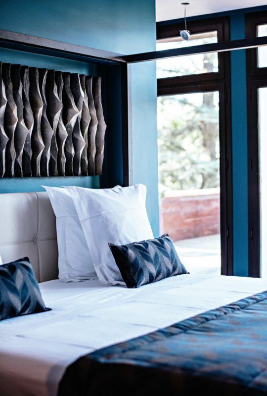 grand lit à baldaquin hôtel de luxe