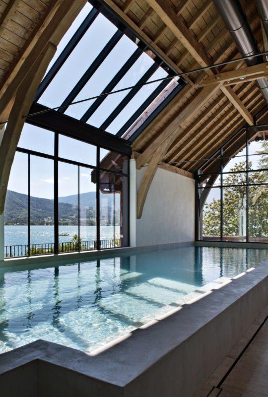 Piscine du spa de l'Auberge au bord du lac d'Annecy