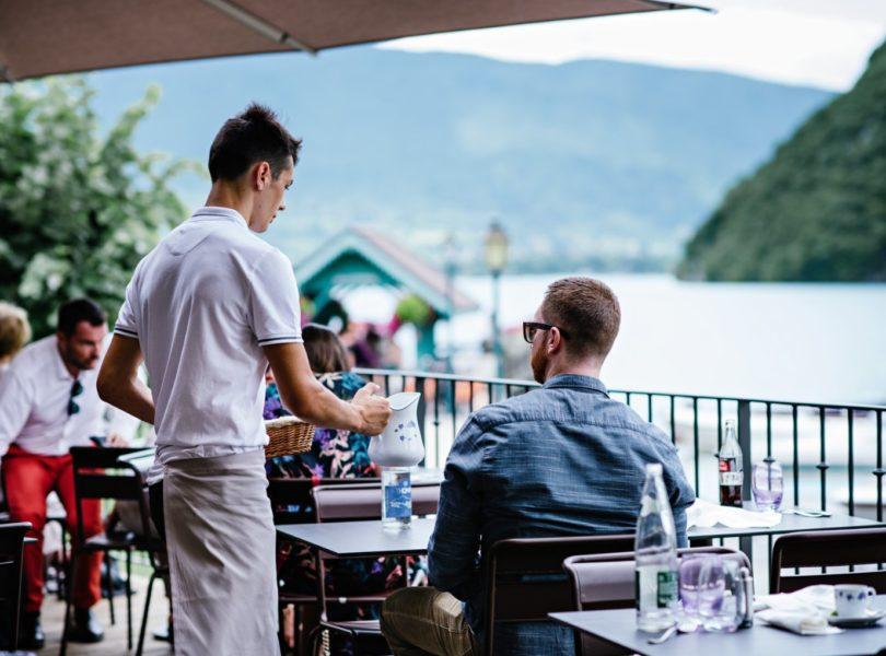 terrasse du restaurant avec vue Lac d'Annecy