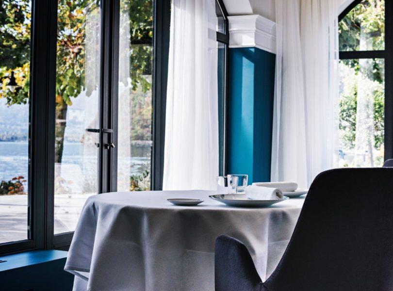 table gastronomique avec vue lac d'Annecy