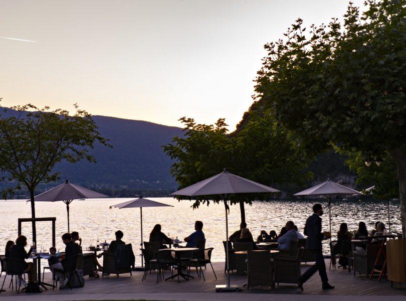 terrasse du bar lac d'Annecy