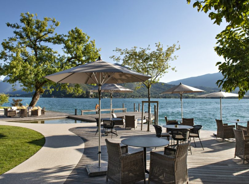 terrasse du Bar au bord du Lac d'Annecy