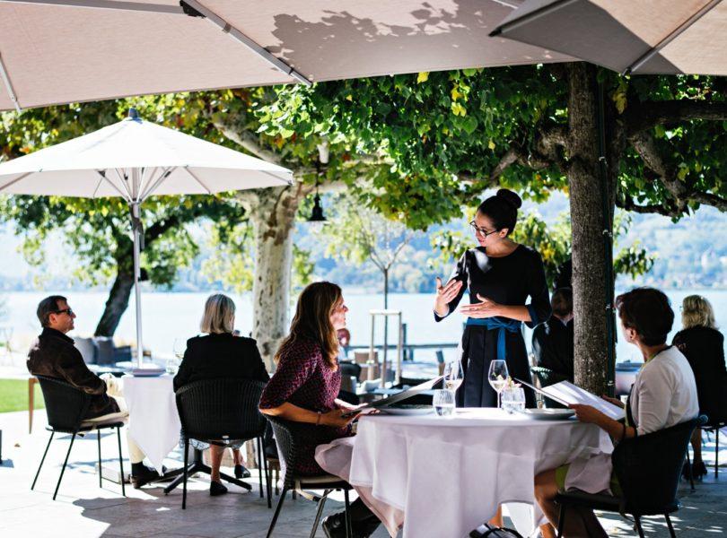 Terrasse du restaurant gastronomique au bord du lac d'Annecy
