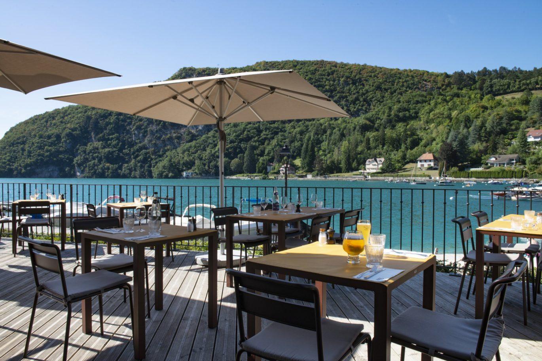 Terrasse du restaurant avec vue Baie de Talloires